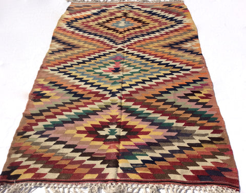 Colorful Turkish Kilim rug, 7 x 4,3 feet - Sophie's Bazaar - 1
