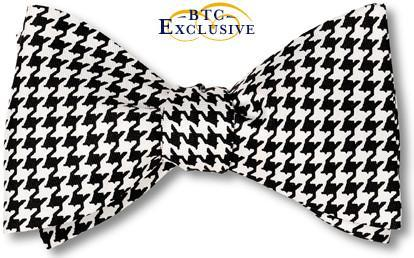 Pre-tied Classic Black and White Silk Houndstooth Bow Tie