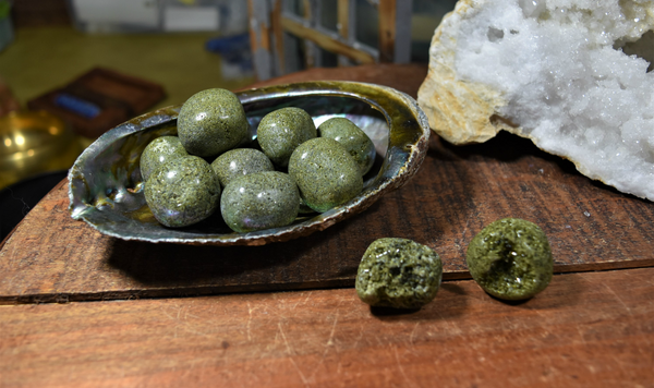 Tumbled Green Epidote; FB1437