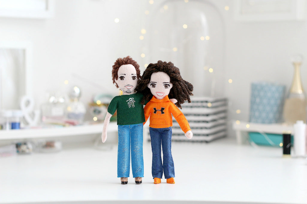 selfie dolls of Alex and her husband