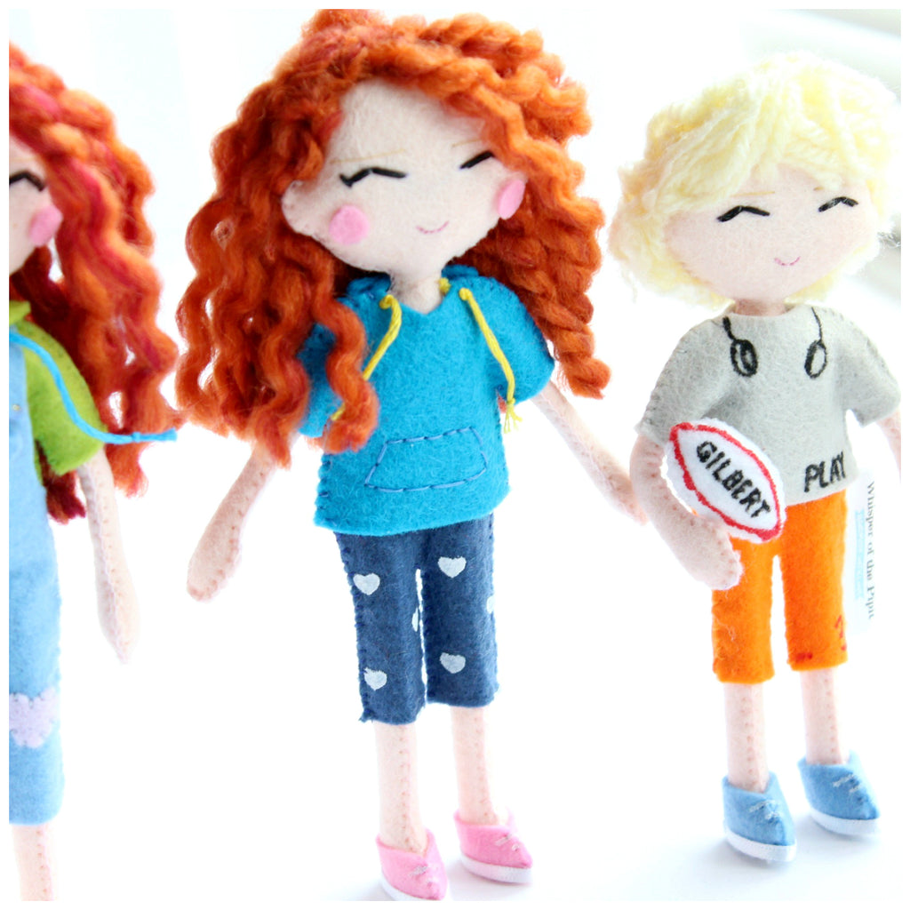 Selfie art dolls, mini me dolls made to order according to the picture provided by the customer. Click here now: http://www.whisperofthepipit.com/collections/selfie-dolls