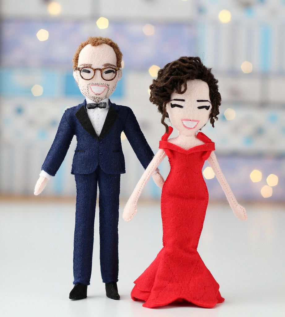 selfie dolls of wedding couple