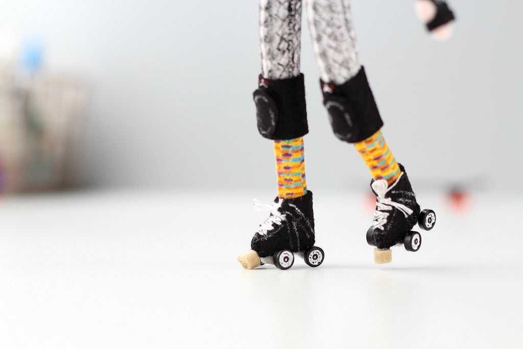 selfie doll with roller skates, whisper of the pipit