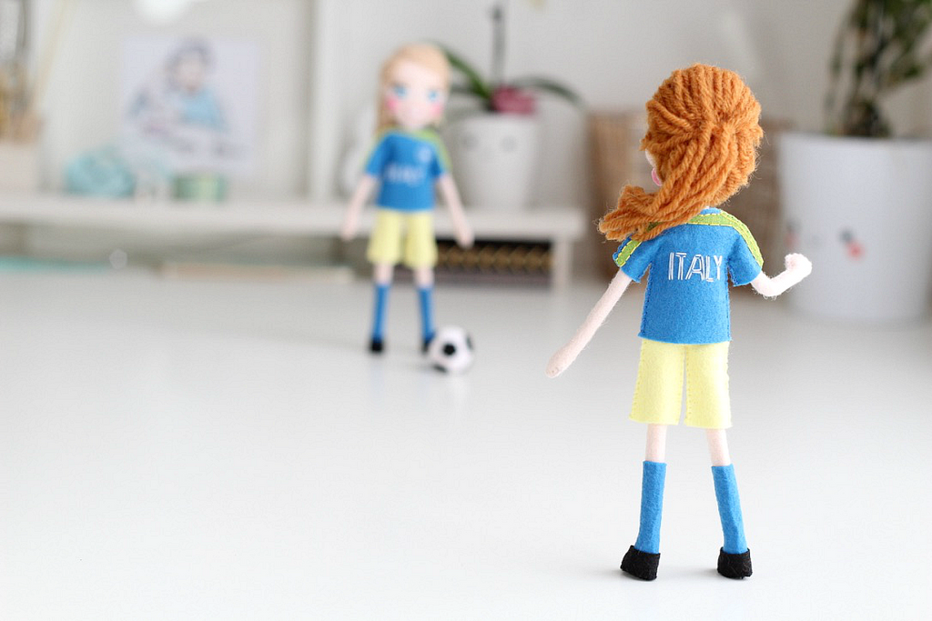 Selfie dolls – the options are endless. Soccer players dolls, football dolls, felt dolls. You in your fav outfit, you with best friend, you and hubbie, you and family, Mother's Day gift, Christmas gift, anniversary gift, or birthday gift, and even you as a cake-topper!