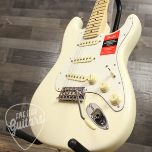Fender American Pro Stratocaster, Maple Fingerboard, Olympic White