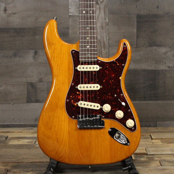 Pre-Owned Fender Deluxe Stratocaster