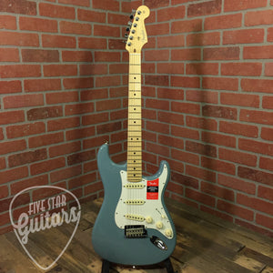 Fender American Pro Stratocaster, Maple Fingerboard, Sonic Gray