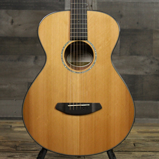Breedlove Pursuit Concertina E Red Cedar - Mahogany