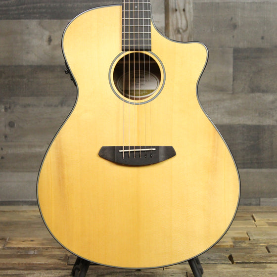 Breedlove Discovery Concerto CE Sitka Spruce - Mahogany