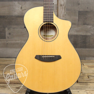 Breedlove Discovery Concert CE Sitka Spruce - Mahogany