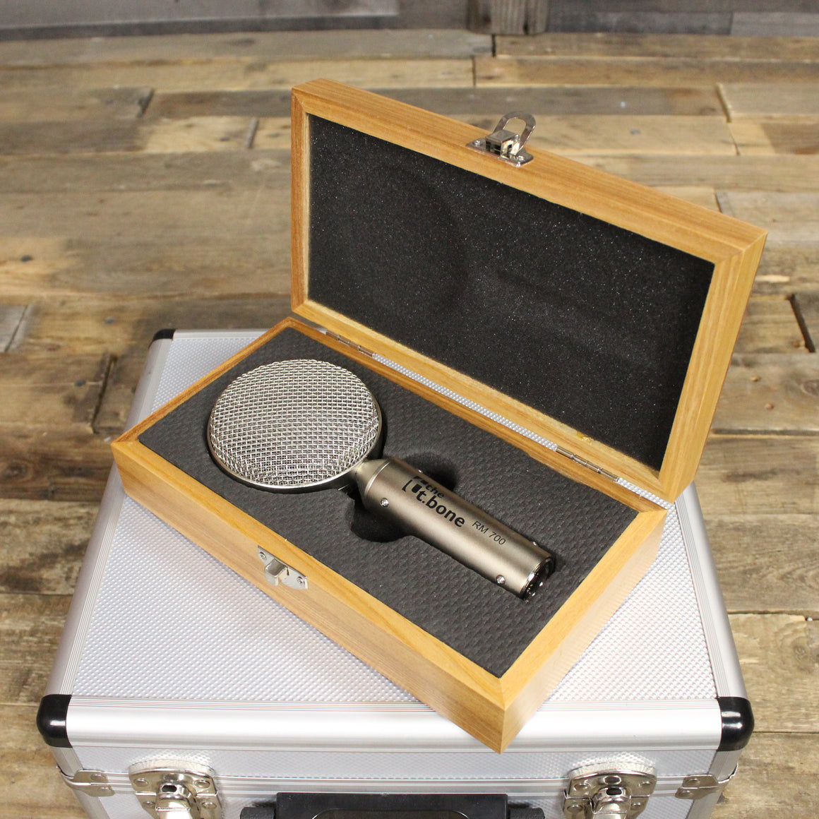Pre-Owned t.bone RM700 with Mount & Case