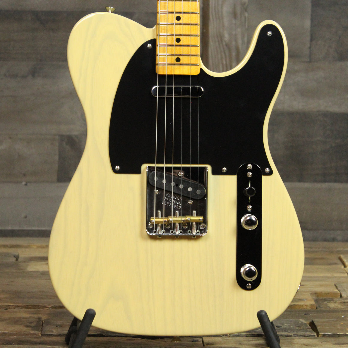 Fender 70th Anniversary Broadcaster - Black Guard Blonde 0992