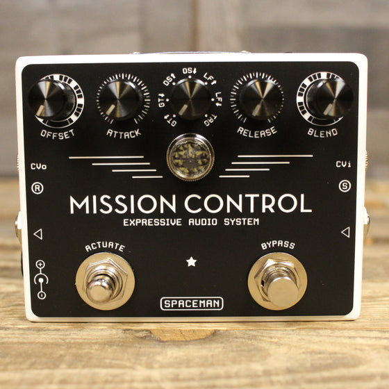 Pre-owned Mission Control white