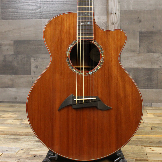 Breedlove Custom Sound Studio Auditorium, Sinker Redwood top, Cocobolo back/sides