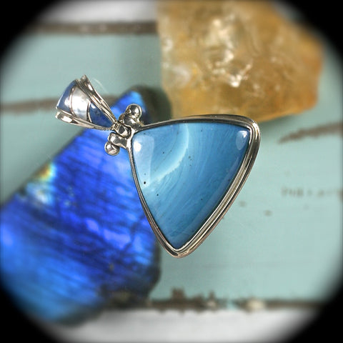 Swedish Blue pendant w/inlaid bail - Rusmineral cabochons&jewelry - 1