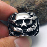 The unique design of skull ring in the palm of your hand SA497