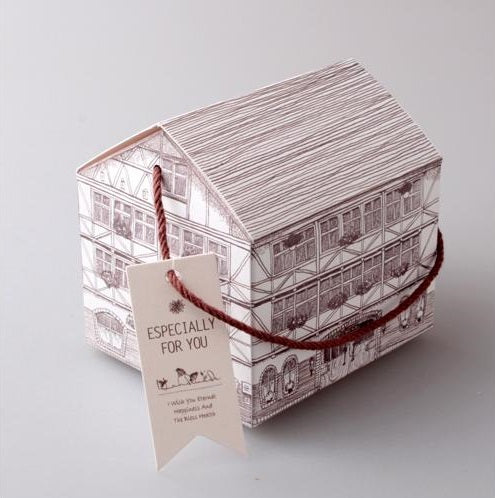 House Style Kraft Paper Gift Box