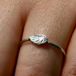 Delicate sterling silver leaf ring - Zulasurfing Jewelry  - 1