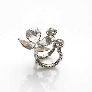 Delicate flower sterling silver ring with diamonds - Zulasurfing Jewelry  - 2