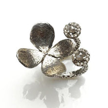 Load image into Gallery viewer, Delicate flower sterling silver ring with diamonds - Zulasurfing Jewelry  - 1