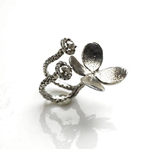 Delicate flower sterling silver ring with diamonds - Zulasurfing Jewelry  - 4