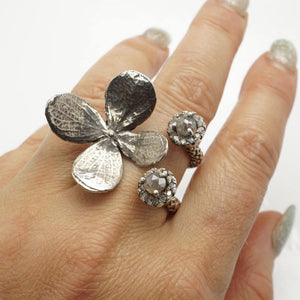 Delicate flower sterling silver ring with diamonds - Zulasurfing Jewelry  - 3