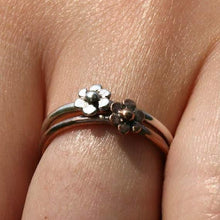 Load image into Gallery viewer, 925 Sterling Silver Single Daisy Ring - Zulasurfing Jewelry  - 3