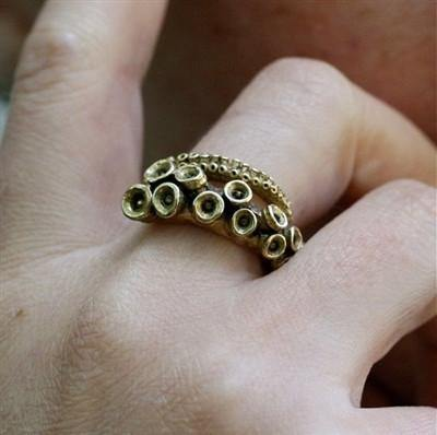 Octopus Tentacle ring made of yellow brass - Zulasurfing Jewelry  - 1