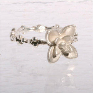 Delicate Sterling silver Flower ring size 7 - Zulasurfing Jewelry  - 2