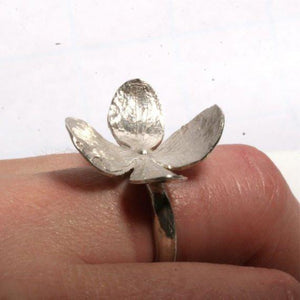 Sensational 4 petal flower sterling silver leaf ring size 6 - Zulasurfing Jewelry  - 3