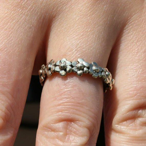Delicate silver daisy ring - Zulasurfing Jewelry  - 1