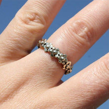 Load image into Gallery viewer, Delicate silver daisy ring - Zulasurfing Jewelry  - 2