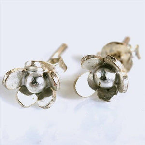 Delicate sterling silver flower post earrings - Zulasurfing Jewelry  - 1