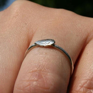 Delicate sterling silver leaf ring - Zulasurfing Jewelry  - 2