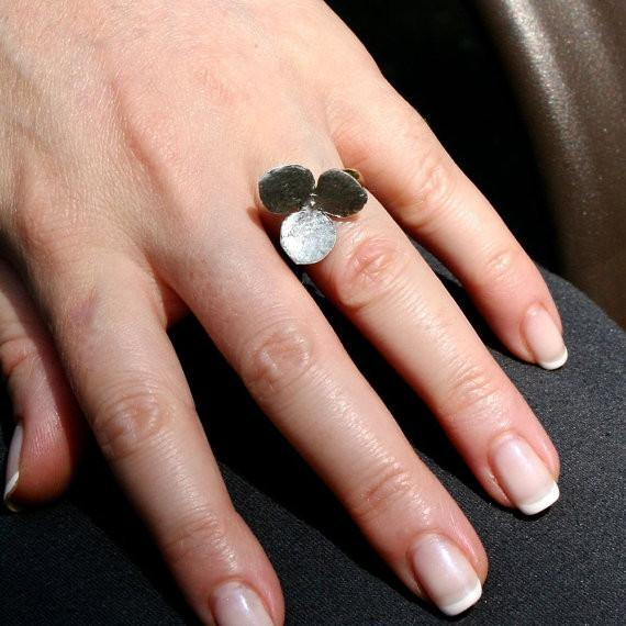 Delicate sterling silver movable 3 petal flower ring - Zulasurfing Jewelry