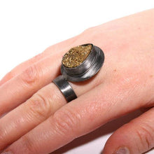 Load image into Gallery viewer, Black rhodium plated stering silver ring with a gold druzy - Zulasurfing Jewelry  - 2
