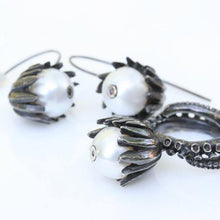 Load image into Gallery viewer, Octopus tentacle silver set with pearl and brown diamonds - Zulasurfing Jewelry  - 1