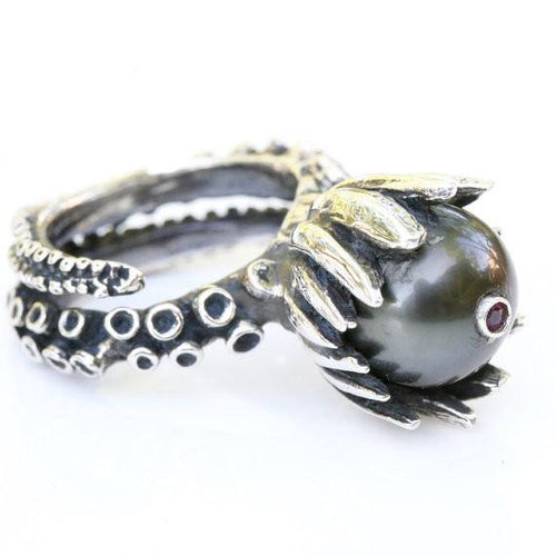 Octopus tentacle ring with a black tahitian pearl and a ruby set - Zulasurfing Jewelry  - 1