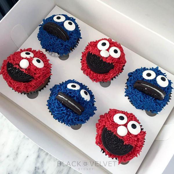 elmo-cookie-monster-sesame-street-cupcakes