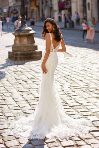 A&N Seren - White Boho Bridal Mermaid Gown with V-Neck & Feathering