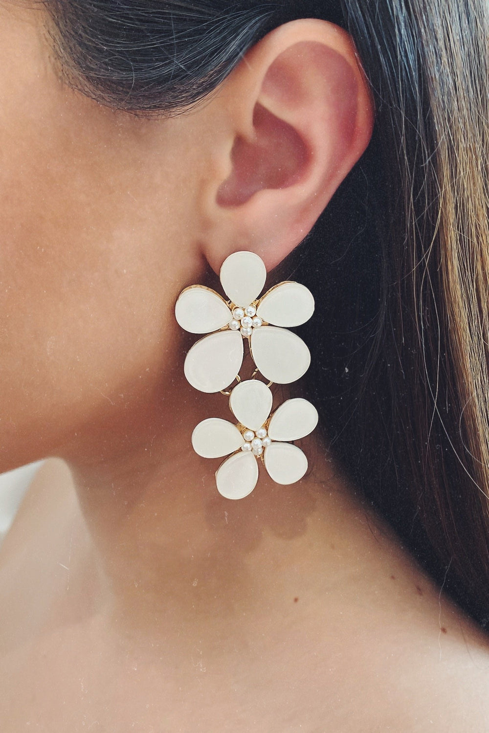 Glazori Gina White Floral Drop Earrings