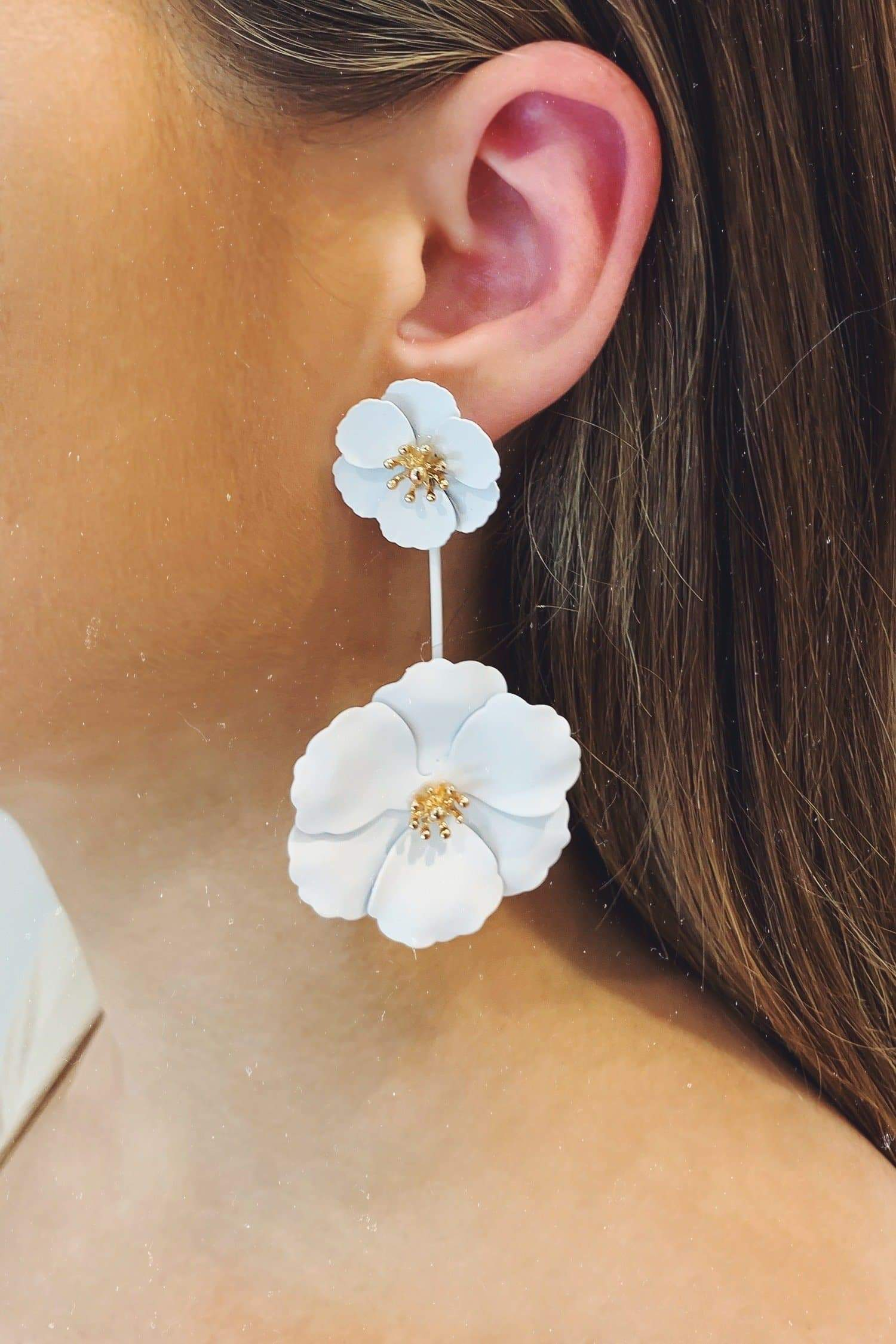 Glazori Lea White Flower Drop Earrings