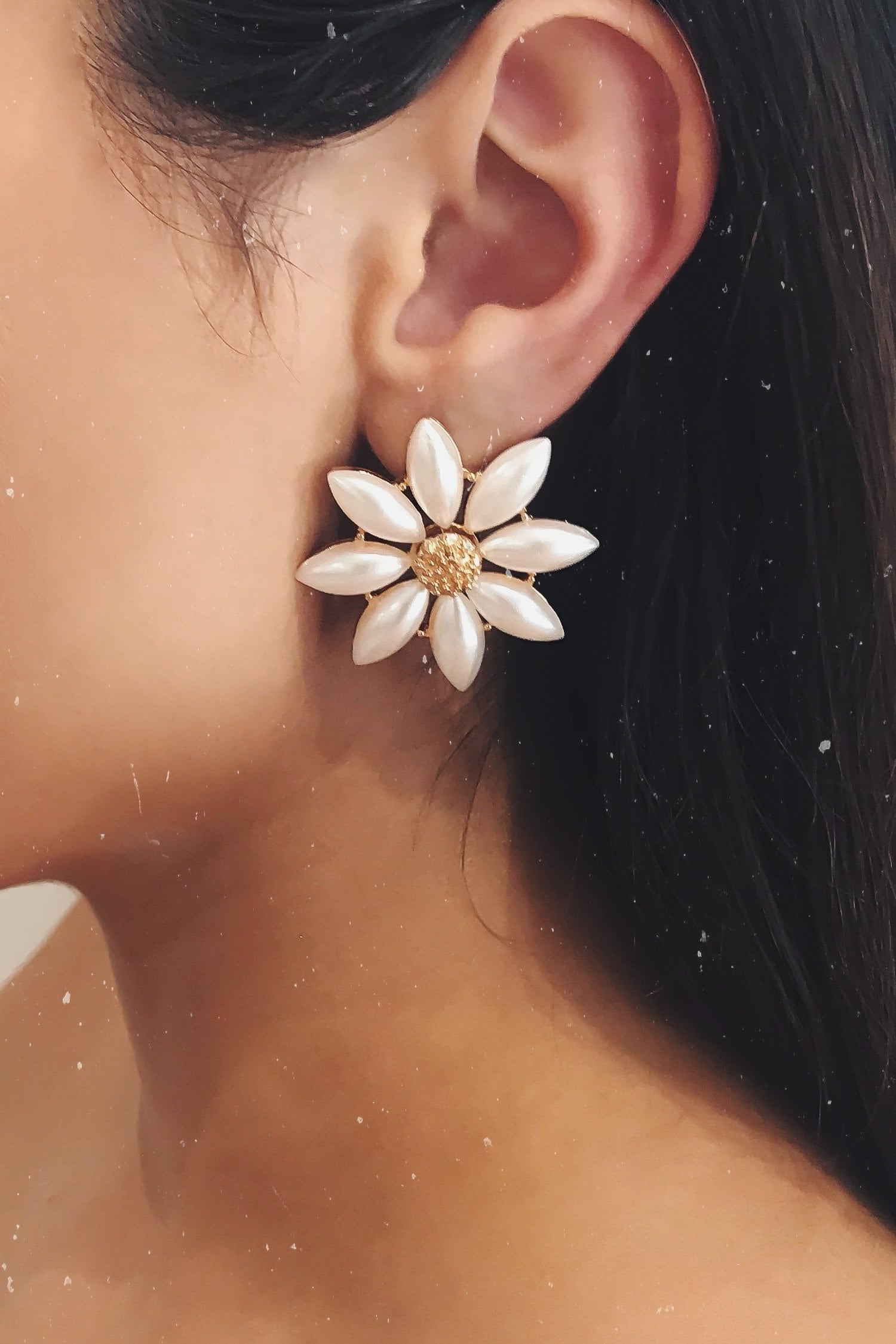 Glazori Nivi Pearl Flower Earrings