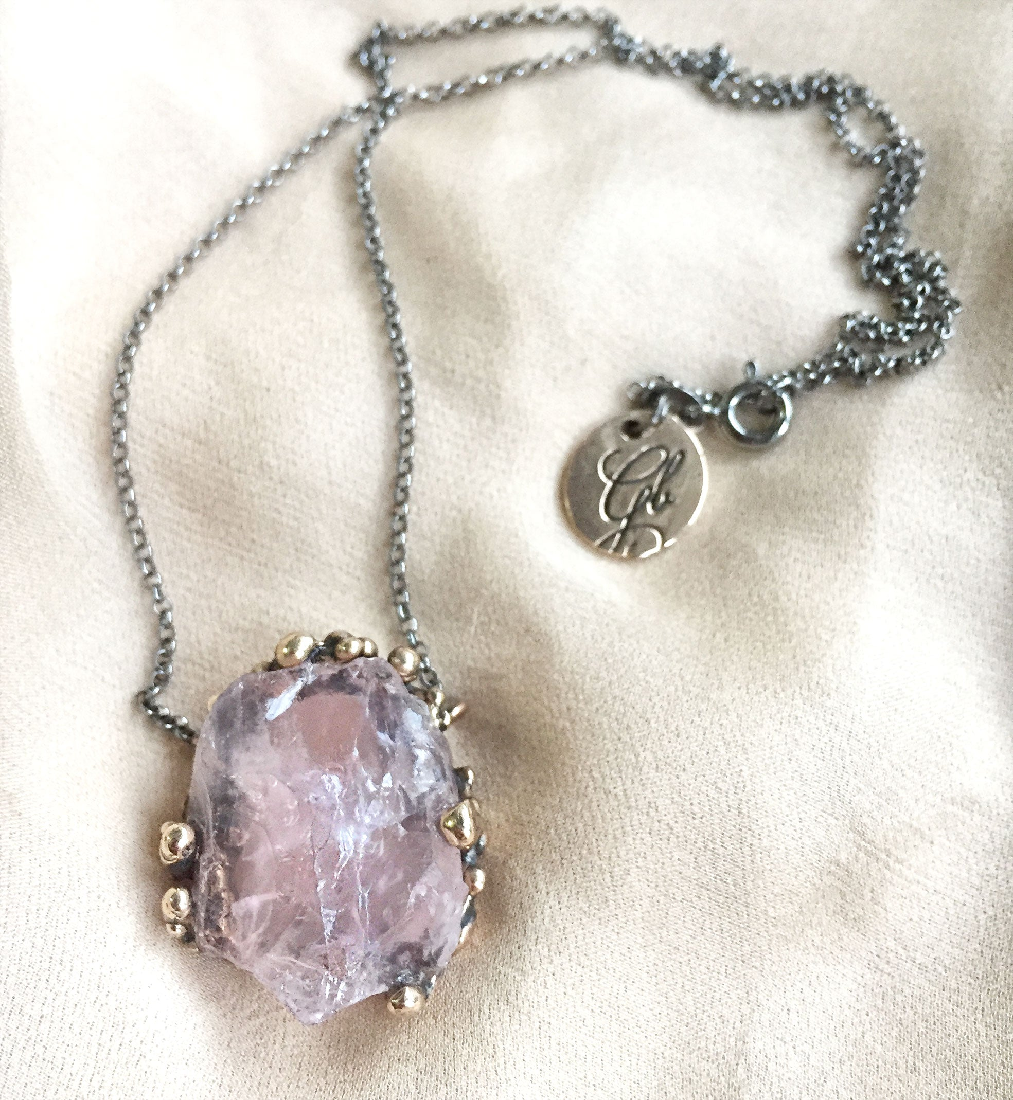 Rose quartz necklace, custom healing jewel by Giadinoblu Jewelry