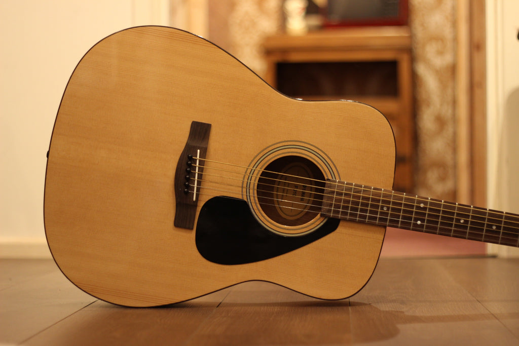 Yamaha F310 Natural Acoustic Guitar (Pre-Owned)