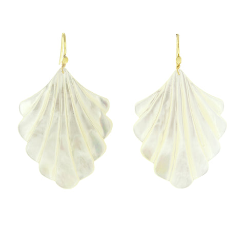 Shellona I pearl earrings