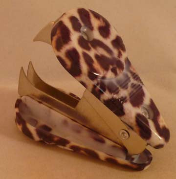 Pretty Tools Staple Remover - Ocelot - Fig Design - Jules Enchanting Gifts