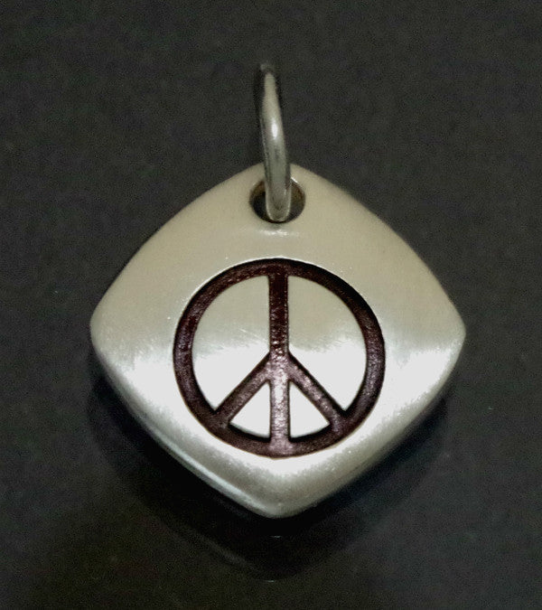 Sterlling silver pendant with peace sign