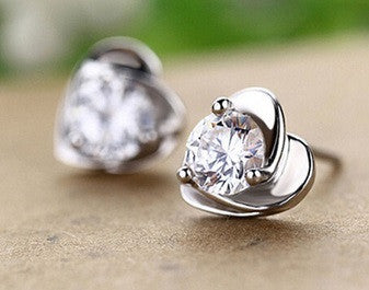 Elegant (Small) Heart Stud Earrings