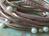 Bracelet wrap en cuir, leather bracelet, rose et perles, pink and pearl wrap leather bracelet - Petit Luxe Boutique